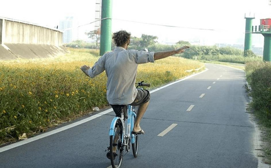 Zonder handen fietsen